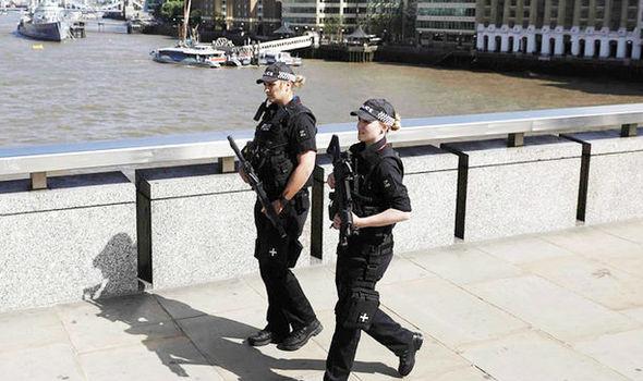 Armed police arrest three men London Bridge 814408