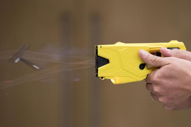 Hundreds of police officers to receive Taser training